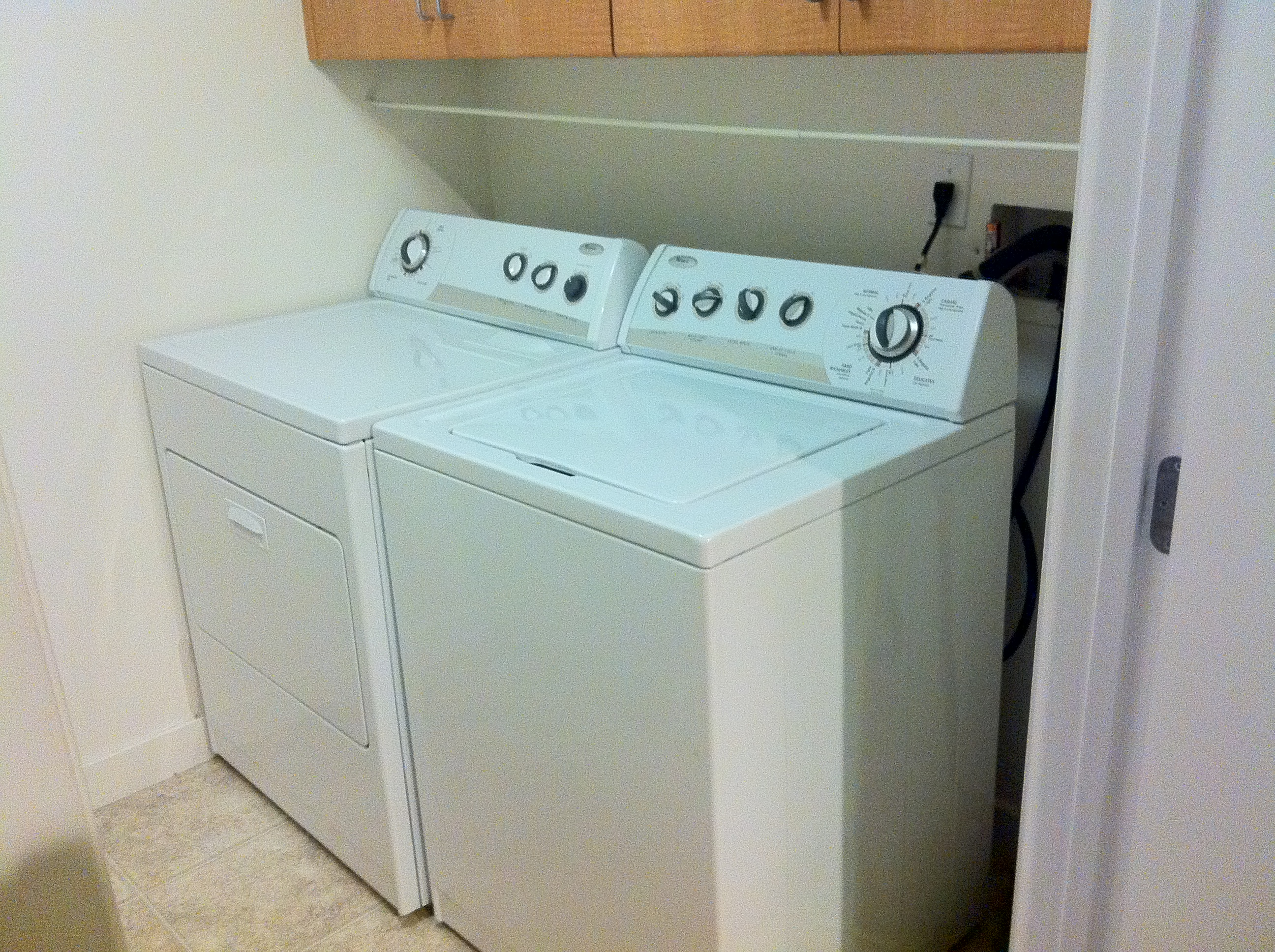 electric washer and dryer in excellent condition $ 350 set